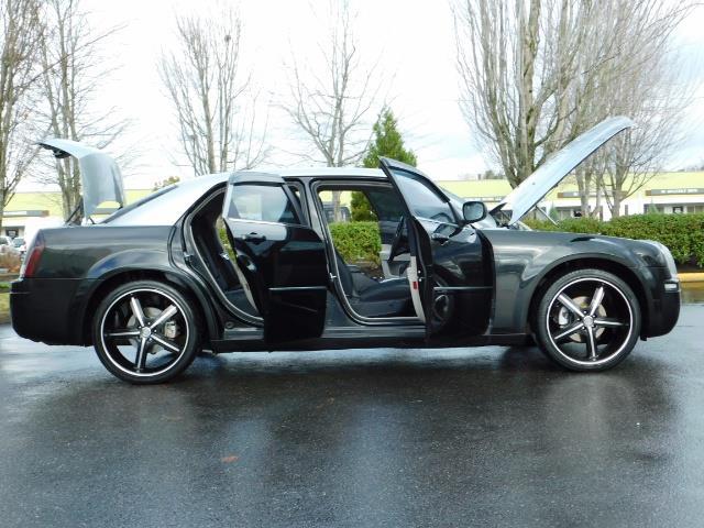 "2007 Chrysler 300 Series Sedan / V6 2.7 L / 2-tone BLACK-SILVER / 22 "" RIMS - Photo 22 - Portland, OR 97217"