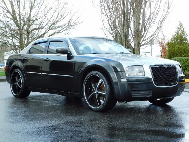 "2007 Chrysler 300 Series Sedan / V6 2.7 L / 2-tone BLACK-SILVER / 22 "" RIMS - Photo 2 - Portland, OR 97217"