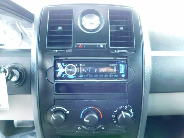 "2007 Chrysler 300 Series Sedan / V6 2.7 L / 2-tone BLACK-SILVER / 22 "" RIMS - Photo 34 - Portland, OR 97217"