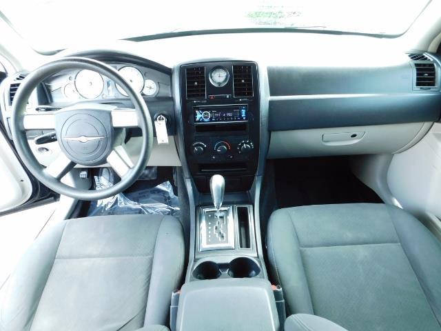 "2007 Chrysler 300 Series Sedan / V6 2.7 L / 2-tone BLACK-SILVER / 22 "" RIMS - Photo 18 - Portland, OR 97217"