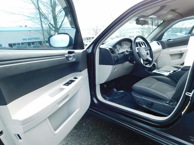 "2007 Chrysler 300 Series Sedan / V6 2.7 L / 2-tone BLACK-SILVER / 22 "" RIMS - Photo 13 - Portland, OR 97217"