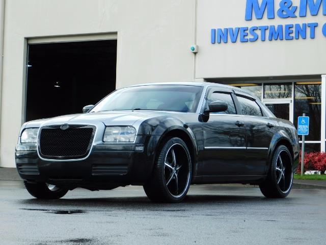"2007 Chrysler 300 Series Sedan / V6 2.7 L / 2-tone BLACK-SILVER / 22 "" RIMS - Photo 1 - Portland, OR 97217"