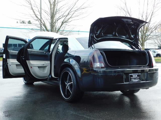 "2007 Chrysler 300 Series Sedan / V6 2.7 L / 2-tone BLACK-SILVER / 22 "" RIMS - Photo 25 - Portland, OR 97217"