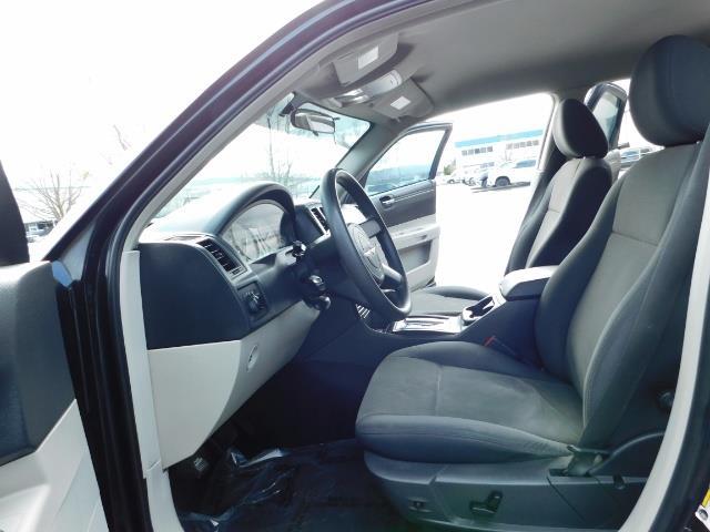 "2007 Chrysler 300 Series Sedan / V6 2.7 L / 2-tone BLACK-SILVER / 22 "" RIMS - Photo 14 - Portland, OR 97217"