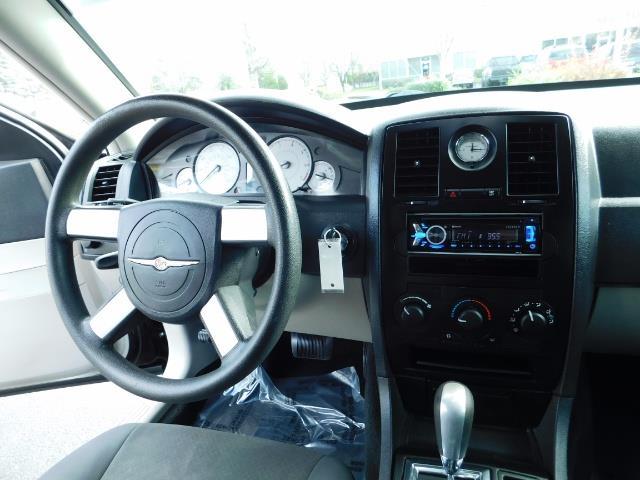"2007 Chrysler 300 Series Sedan / V6 2.7 L / 2-tone BLACK-SILVER / 22 "" RIMS - Photo 19 - Portland, OR 97217"