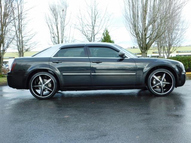 "2007 Chrysler 300 Series Sedan / V6 2.7 L / 2-tone BLACK-SILVER / 22 "" RIMS - Photo 3 - Portland, OR 97217"