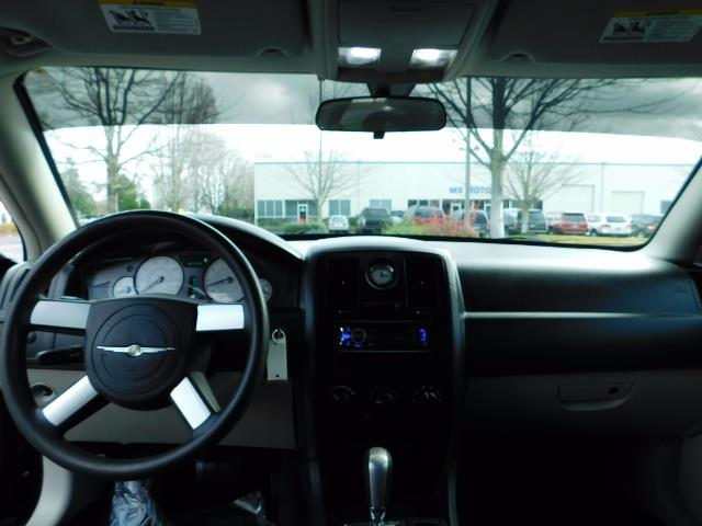 "2007 Chrysler 300 Series Sedan / V6 2.7 L / 2-tone BLACK-SILVER / 22 "" RIMS - Photo 33 - Portland, OR 97217"
