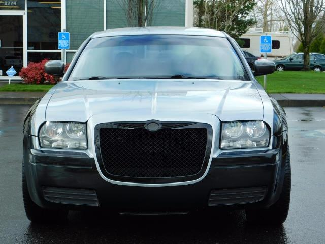"2007 Chrysler 300 Series Sedan / V6 2.7 L / 2-tone BLACK-SILVER / 22 "" RIMS - Photo 5 - Portland, OR 97217"