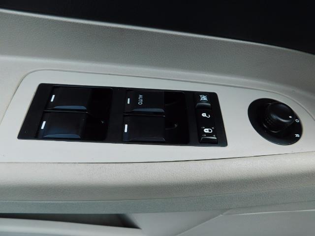 "2007 Chrysler 300 Series Sedan / V6 2.7 L / 2-tone BLACK-SILVER / 22 "" RIMS - Photo 32 - Portland, OR 97217"