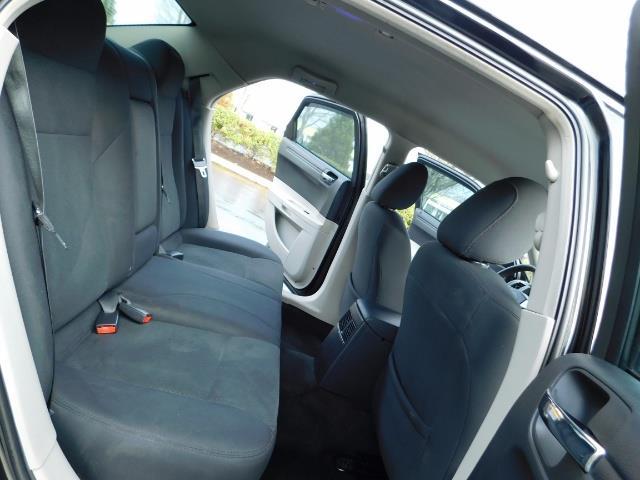 "2007 Chrysler 300 Series Sedan / V6 2.7 L / 2-tone BLACK-SILVER / 22 "" RIMS - Photo 16 - Portland, OR 97217"