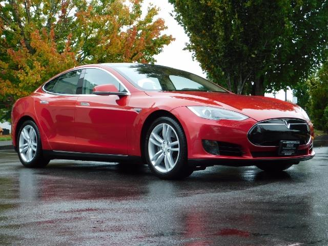 2013 Tesla Model S 85K / Leather / Tech  Pkg / Active air suspension - Photo 2 - Portland, OR 97217