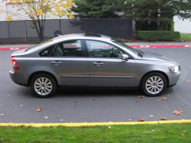 2004 volvo s40 2.4i loaded / leather/ moonroof