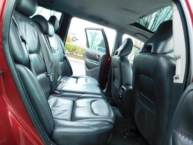 2007 Volvo XC70 AWD WAGON / HEATED LEATHER / MOON ROOF / TURBO - Photo 16 - Portland, OR 97217