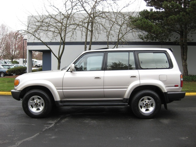 1994 Toyota Land Cruiser 4X4 / 6 Cyl / LEATHER / 3RD SEAT   Photo