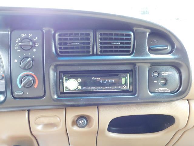 1998 Dodge Ram 2500 Laramie SLT / 4X4 / 5.9L DIESEL / 12-VALVE / 5-SPD - Photo 20 - Portland, OR 97217