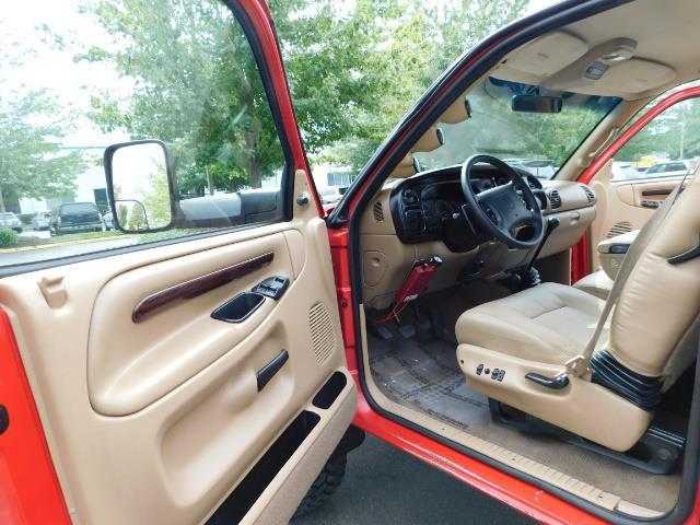 1998 Dodge Ram 2500 Laramie SLT / 4X4 / 5.9L DIESEL / 12-VALVE / 5-SPD - Photo 13 - Portland, OR 97217