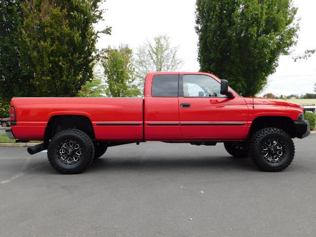1998 Dodge Ram 2500 Laramie SLT / 4X4 / 5.9L DIESEL / 12-VALVE / 5-SPD - Photo 4 - Portland, OR 97217
