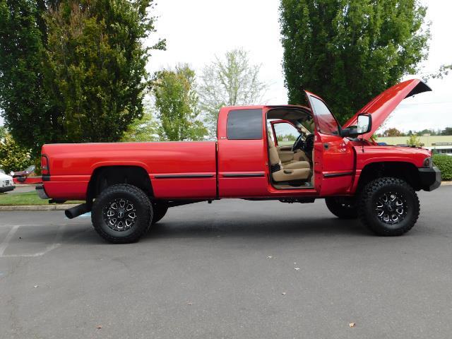 1998 Dodge Ram 2500 Laramie SLT / 4X4 / 5.9L DIESEL / 12-VALVE / 5-SPD - Photo 30 - Portland, OR 97217