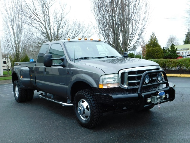 2003 Ford F-350 Lariat 4X4 / 7.3L DIESEL / 6-SPEED MANUAL / DUALLY - Photo 2 - Portland, OR 97217