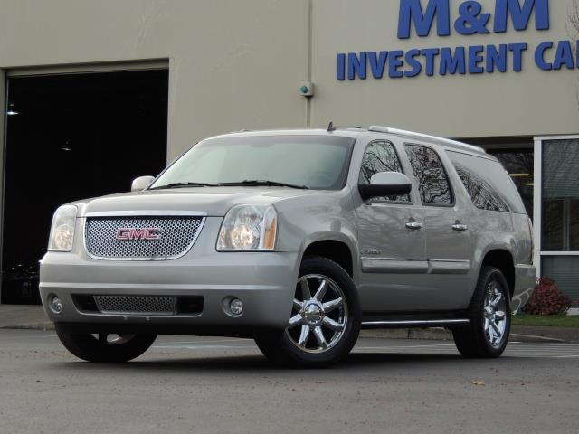vehicle xl dvd gmc awd denali navigation yukon details backupcam passenger photo