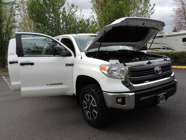 2014 Toyota Tundra SR5 / CrewMax / 4X4 / 5.7L / LEATHER / 1-Owner - Photo 31 - Portland, OR 97217