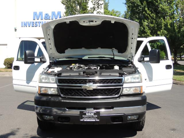 2007 Chevrolet Silverado 2500 LT / 4X4 / 6.6L DURAMAX DIESEL / 1-OWNER - Photo 32 - Portland, OR 97217