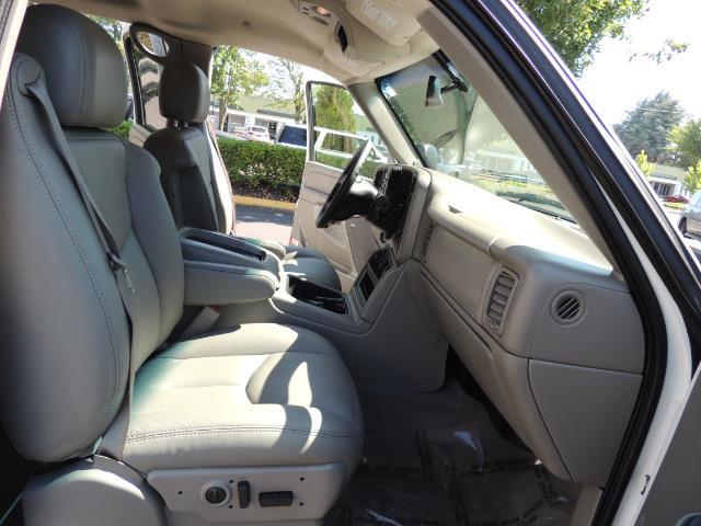 2007 Chevrolet Silverado 2500 LT / 4X4 / 6.6L DURAMAX DIESEL / 1-OWNER - Photo 18 - Portland, OR 97217