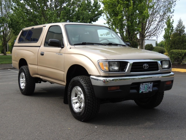 1995 Toyota Tacoma 4X4 / 5-SPEED MANUAL / 4Cyl