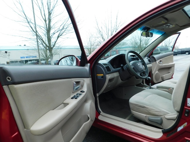 2009 Kia Spectra EX / Sedan / Auto / Sunroof / Spoiler / 1-OWNER - Photo 13 - Portland, OR 97217