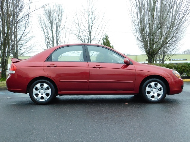 2009 Kia Spectra EX / Sedan / Auto / Sunroof / Spoiler / 1-OWNER - Photo 4 - Portland, OR 97217