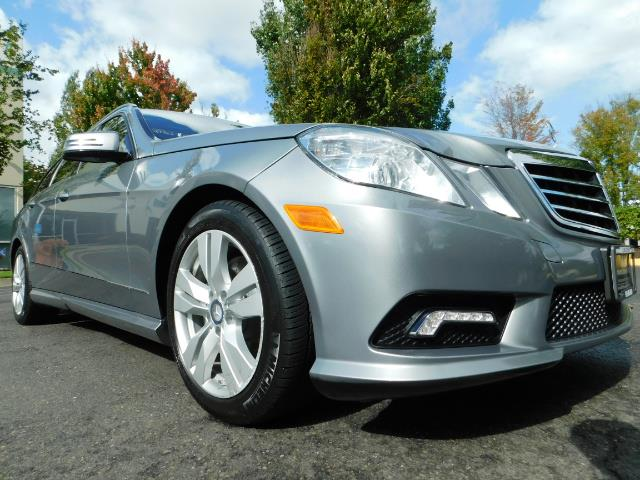 2011 Mercedes-Benz E 350 Luxury 4MATIC / Sport Wagon / REAR SEAT - Photo 10 - Portland, OR 97217