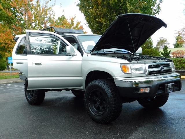 2000 Toyota 4Runner SR5 / 4WD / V6 3.4 L / Luggage Rack / LIFTED !! - Photo 28 - Portland, OR 97217