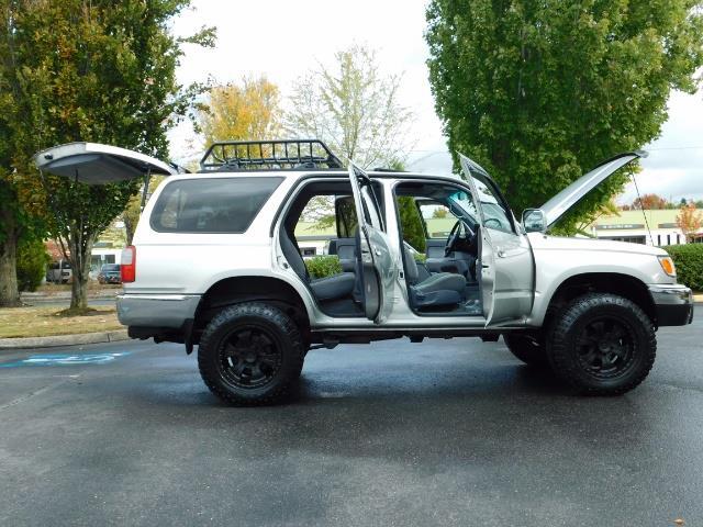 2000 Toyota 4Runner SR5 / 4WD / V6 3.4 L / Luggage Rack / LIFTED !! - Photo 21 - Portland, OR 97217