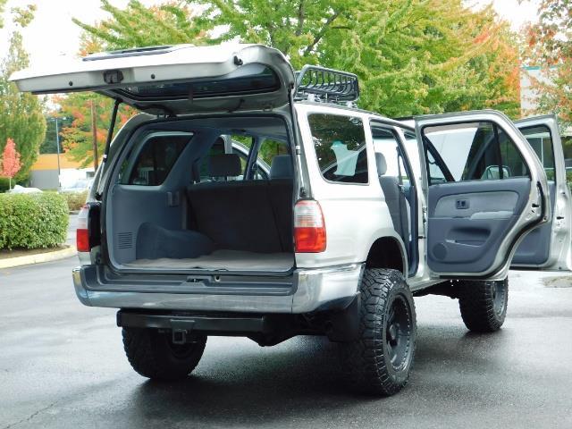 2000 Toyota 4Runner SR5 / 4WD / V6 3.4 L / Luggage Rack / LIFTED !! - Photo 27 - Portland, OR 97217