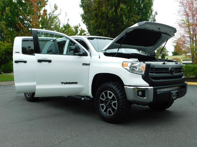 2015 Toyota Tundra SR5 / Crew Max / TRD OFF RD / 4X4 / Excel Cond - Photo 32 - Portland, OR 97217