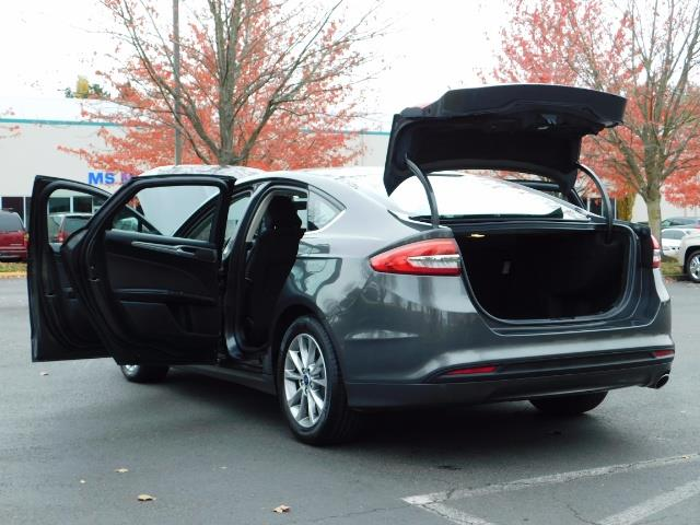 2017 Ford Fusion SE / Backup Camera / 1-OWNER / LOW MILES - Photo 27 - Portland, OR 97217