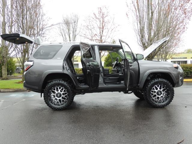 2016 Toyota 4Runner 4WD / V6 / 3RD SEAT / FACTORY WARRANTY / LIFTED !! - Photo 22 - Portland, OR 97217