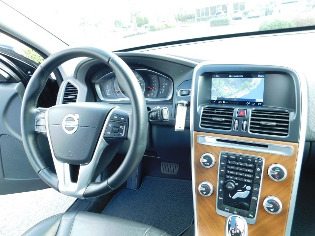 2017 Volvo XC60 T5 Inscription / AWD / BLIS / NAVi / PANORAMA ROOF - Photo 38 - Portland, OR 97217