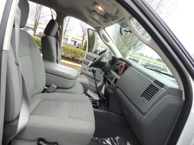 2006 Dodge Ram 3500 SLT 4dr Mega Cab / 4X4 / 5.9L DIESEL / 6-SPEED - Photo 17 - Portland, OR 97217