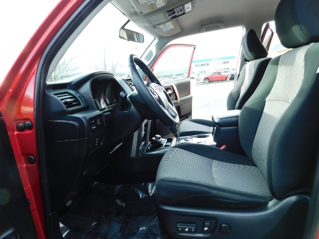 2016 Toyota 4Runner SR5 / 4X4 / Third Seat / Basket / NerfBar / LIFTED - Photo 14 - Portland, OR 97217