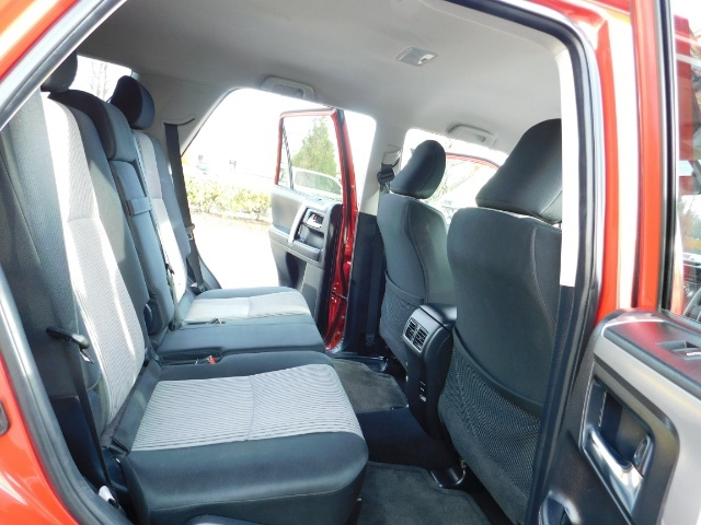 2016 Toyota 4Runner SR5 / 4X4 / Third Seat / Basket / NerfBar / LIFTED - Photo 17 - Portland, OR 97217