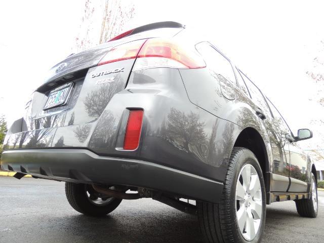 2012 Subaru Outback 2.5i Premium Wagon / ALL WHEEL DRIVE  / LOW MILES - Photo 12 - Portland, OR 97217