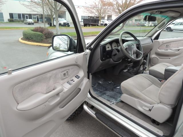 2003 Toyota Tacoma V6 2dr Xtracab / 4X4 / 3.4L / 5-SPEED / LIFTED - Photo 13 - Portland, OR 97217