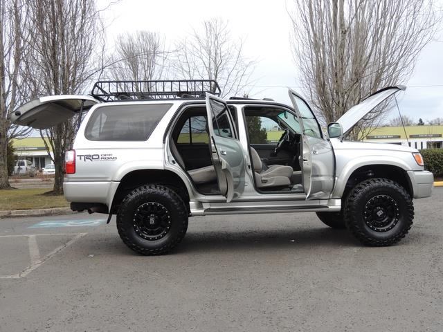 2001 Toyota 4Runner SPORT SR5 / 4X4 / Sunroof / LIFTED LIFTED - Photo 29 - Portland, OR 97217