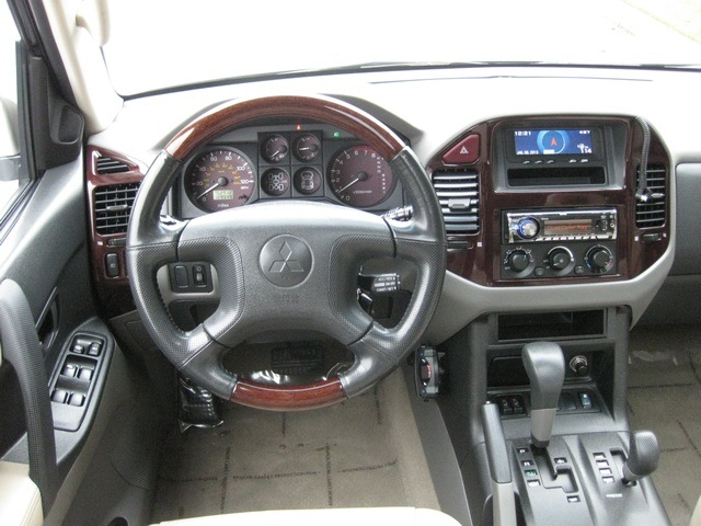 2002 Mitsubishi Montero Limited / 4WD / V6 / 3RD Seat / Leather / Loaded - Photo 32 - Portland, OR 97217