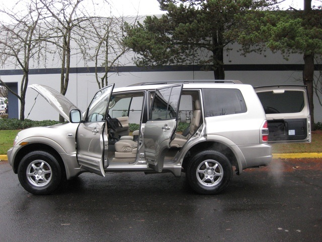 2002 Mitsubishi Montero Limited / 4WD / V6 / 3RD Seat / Leather / Loaded - Photo 11 - Portland, OR 97217