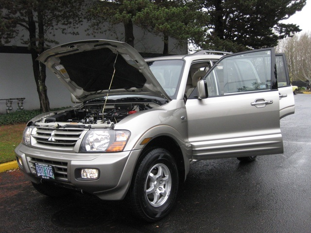 2002 Mitsubishi Montero Limited / 4WD / V6 / 3RD Seat / Leather / Loaded - Photo 9 - Portland, OR 97217