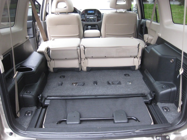 2002 Mitsubishi Montero Limited / 4WD / V6 / 3RD Seat / Leather / Loaded - Photo 28 - Portland, OR 97217