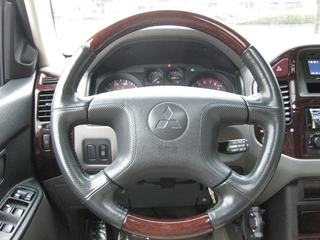 2002 Mitsubishi Montero Limited / 4WD / V6 / 3RD Seat / Leather / Loaded - Photo 33 - Portland, OR 97217