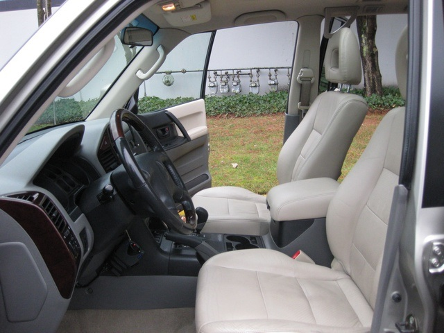 2002 Mitsubishi Montero Limited / 4WD / V6 / 3RD Seat / Leather / Loaded - Photo 21 - Portland, OR 97217
